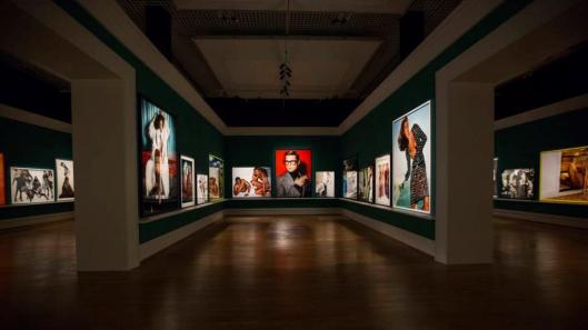 00 Mario Testino In Your Face exhibition view Berlin © Mario Testino