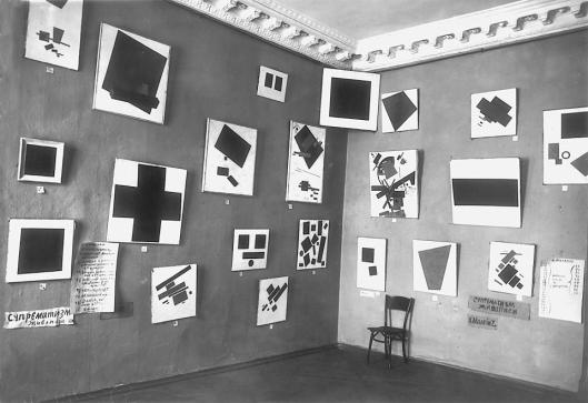 0,10 – The Last Futurist Exhibition of Painting Petrograd winter 1915 16 exhibition view foto