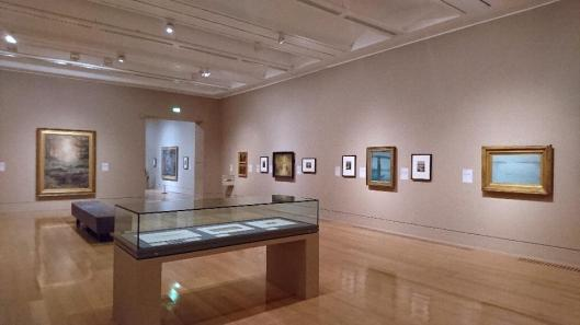 painting-with-light-art-and-photography-from-the-pre-raphaelites-to-the-modern-age-exhibition-view-tate-britain-london-artdone