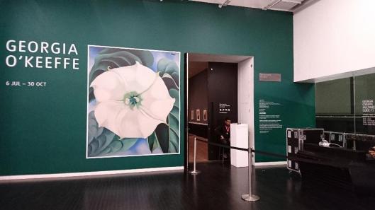 georgia-okeeffe-exhibition-entrance-tate-modern-london-artdone