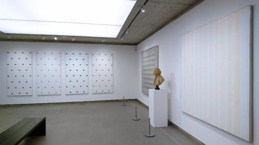 une-collection-privee-exhibition-view-fondation-de-lhermitage-lausanne-artdone-niele-toroni-jean-antoine-houdon-agnes-martin