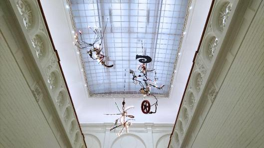 jean-tinguely-machine-spectacle-exhibition-view-stedelijk-museum-amsterdam-artdone