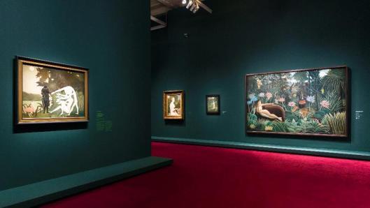 le-douanier-rousseau-linnocence-archaique-exhibition-view-musee-dorsay-paris
